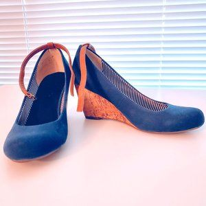 🎉3 for$10🎉 Call It Spring Navy Blue Wedge Sz 6